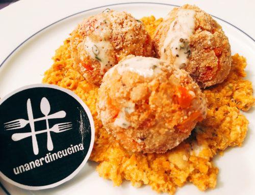 La mia ricetta di riciclo: polpette di orzo perlato, carote e peperoni su letto di pesto alle carote e maionese aromatizzata alle erbe